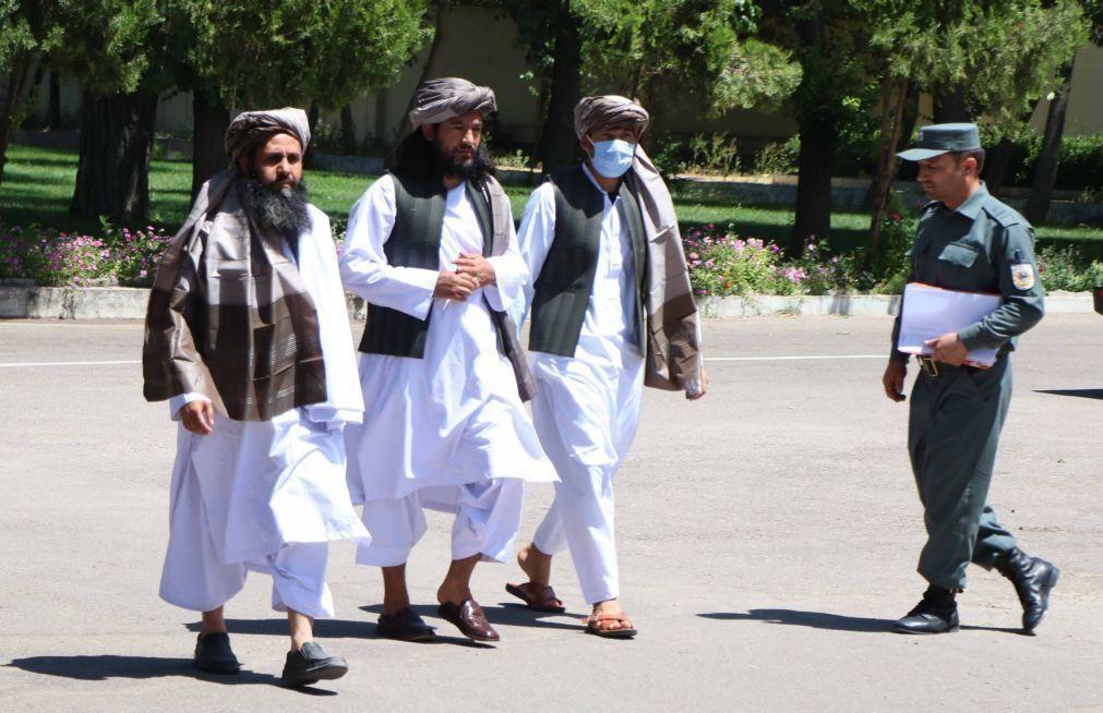 Afeganistão: Cabul anuncia libertação de 900 talibãs e espera extensão do cessar-fogo