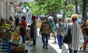 Confiança dos consumidores e clima económico aumentam em agosto