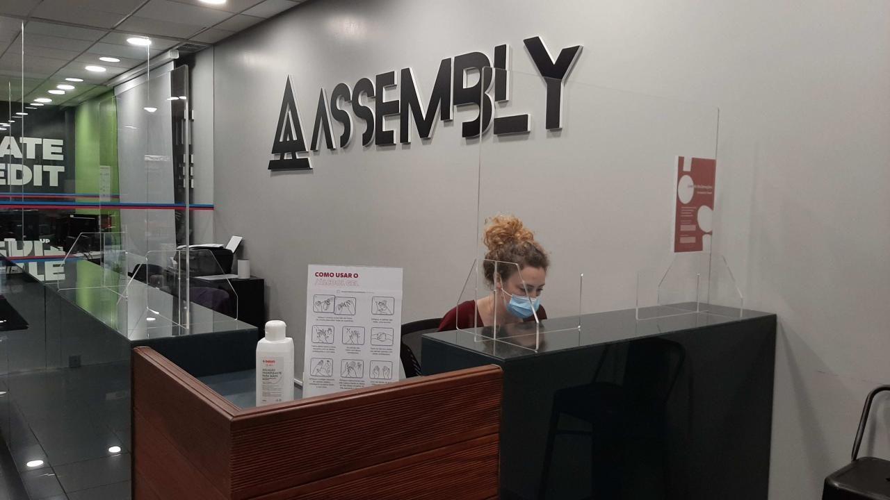Assembly. Escola dá-lhe oportunidade de fazer visita guiada antes de se inscrever