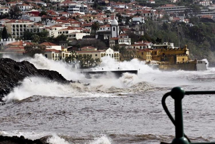Madeira sob 'Aviso Amarelo' devido à agitação marítima