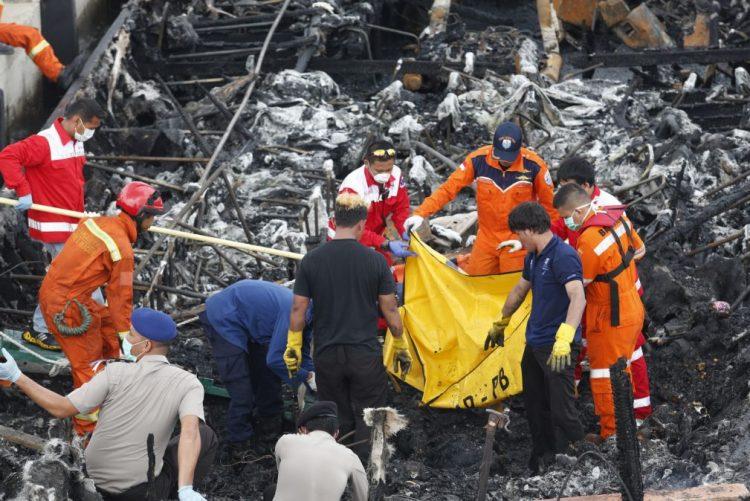 Detido capitão de ferry que se incendiou na Indonésia e causou pelo menos 23 mortos