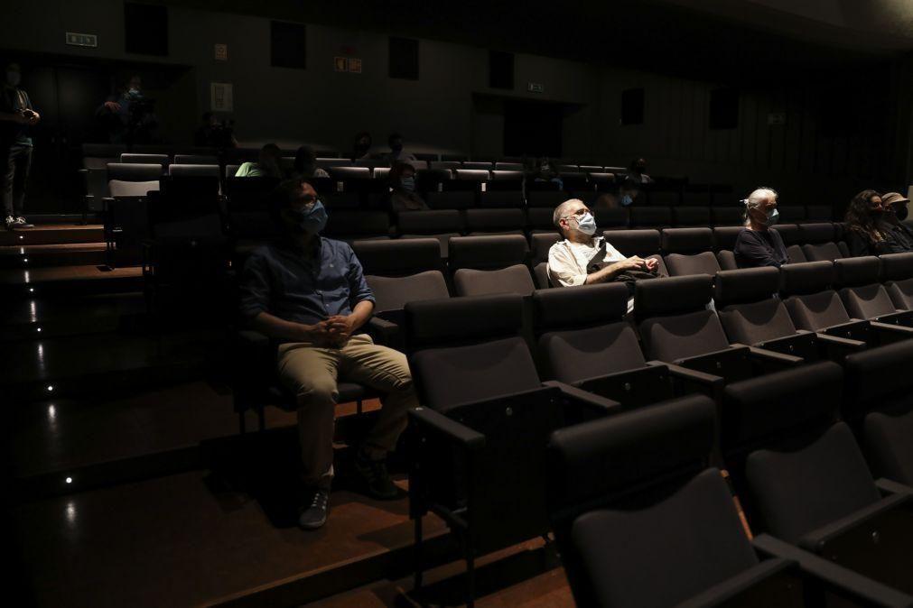 Covid-19: Cerca de 20 pessoas na sessão de reabertura do Cinema Ideal