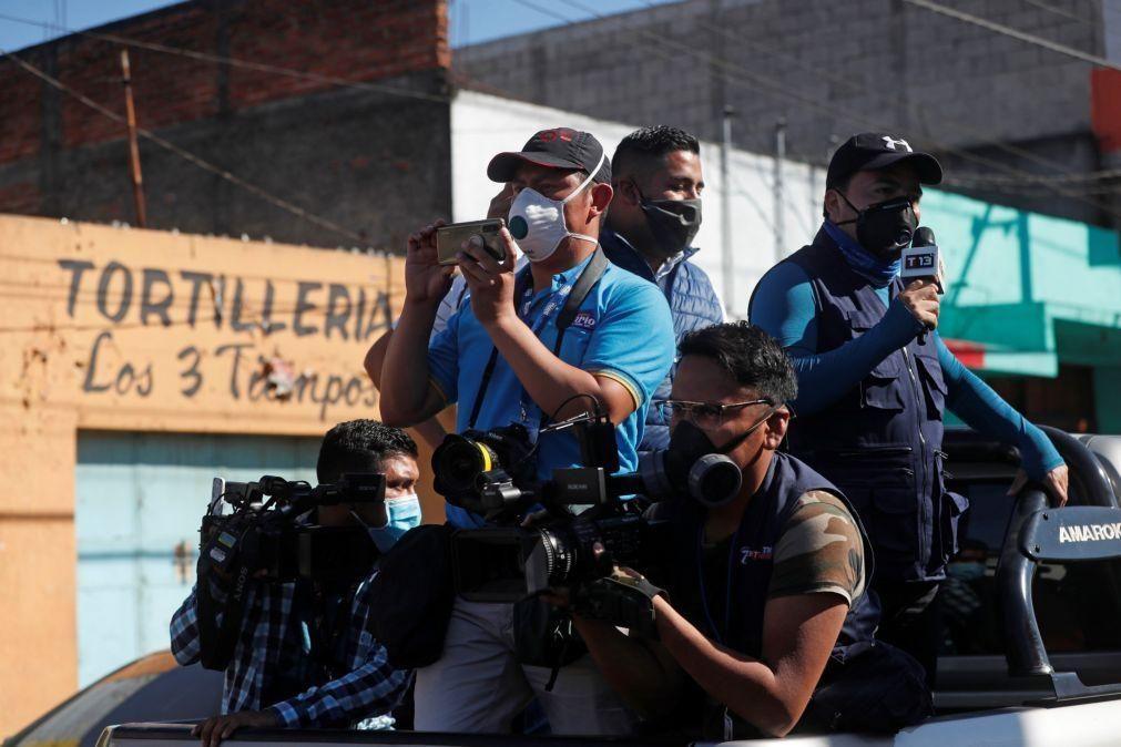 Covid-19: Pelo menos 127 jornalistas mortos devido à pandemia - ONG