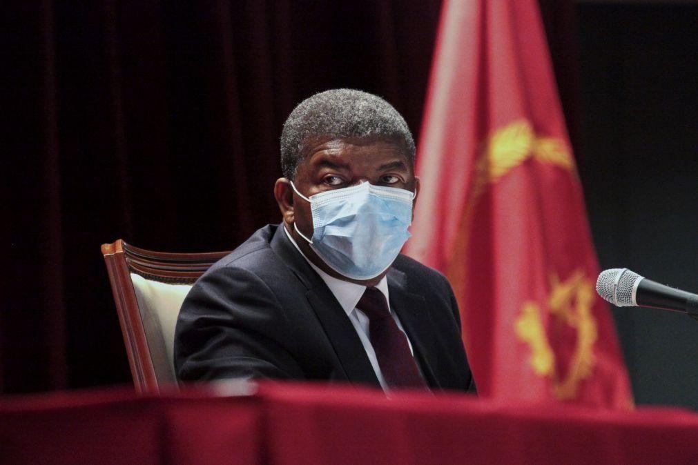 Presidente angolano cria grupo de trabalho para atualizar e corrigir manuais escolares