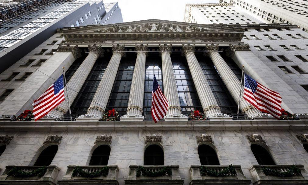 Wall Street segue em alta com foco na reabertura económica