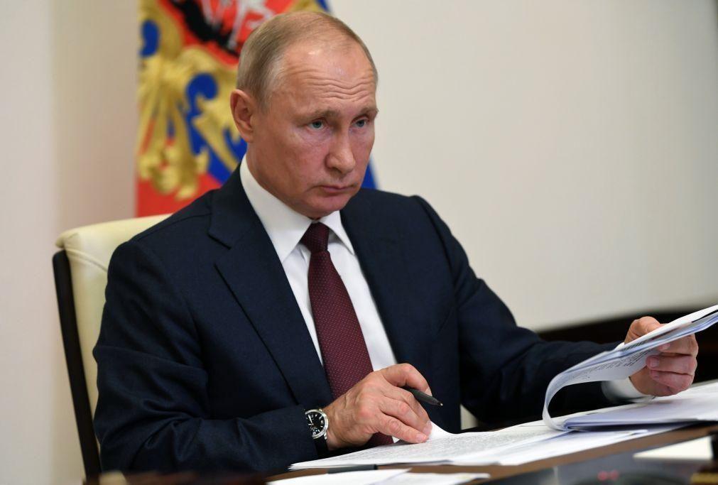 Putin aprova doutrina de dissuasão nuclear da Rússia