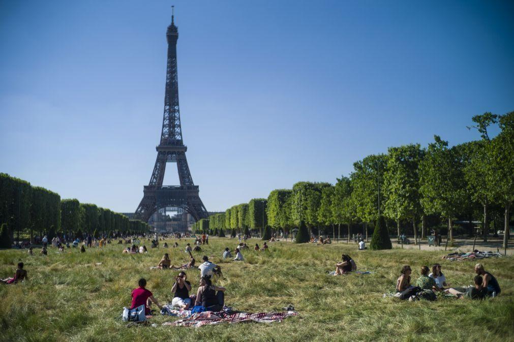 Covid-19: Mais de 100 mortos nas últimas 24 horas em França