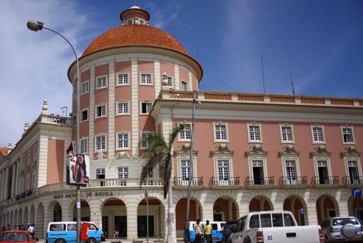 Há oito anos que a banca angolana não recebia tão poucas divisas