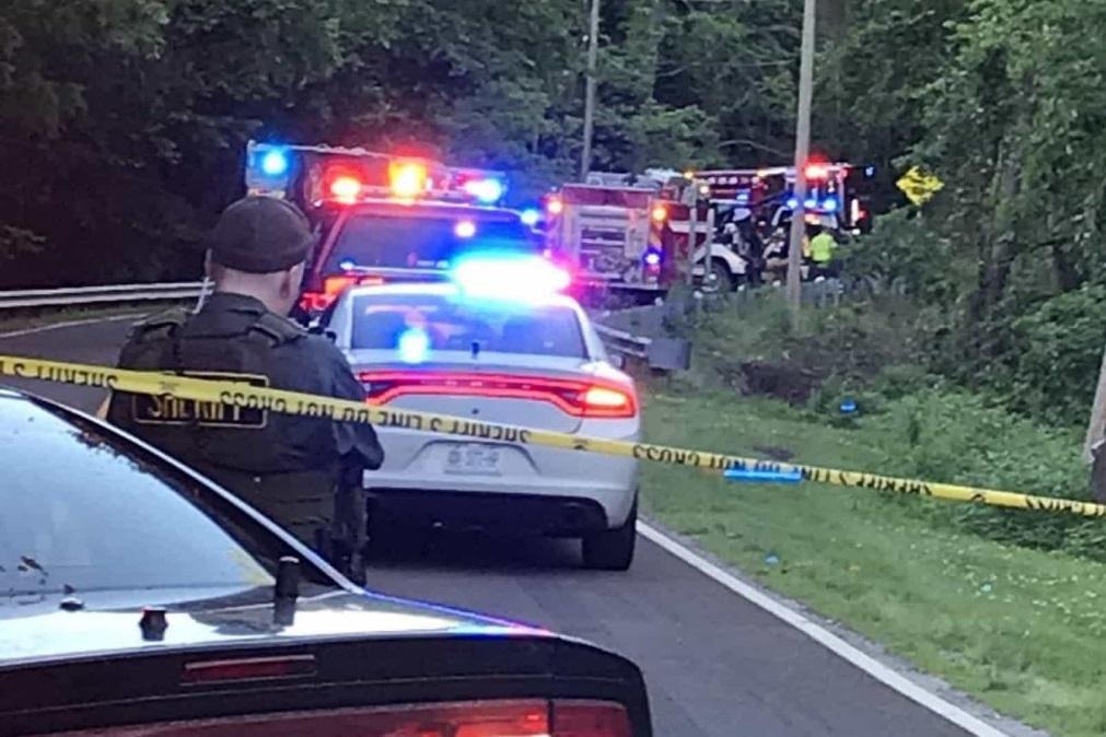 Irmãos de 6 e 7 anos morrem em acidente após roubarem carro ao avô