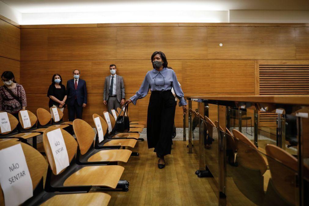 Covid-19: Ministra da Justiça visita tribunal para transmitir confiança na retoma