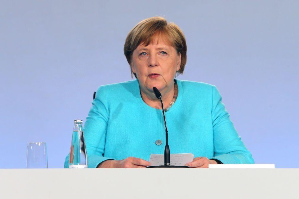Angela Merkel e Xi Jinping decidem adiar cimeira UE-China prevista para setembro