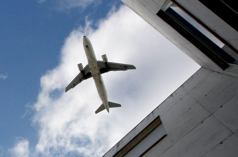 Transporte aéreo de passageiros cai 15,4% no primeiro trimestre - INE
