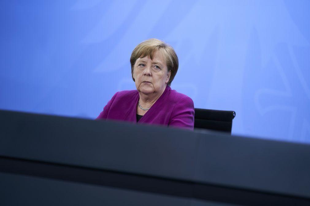EUA/Floyd: Merkel denuncia