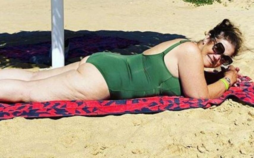 Dolores Aveiro imparável nas fotos em fato de banho