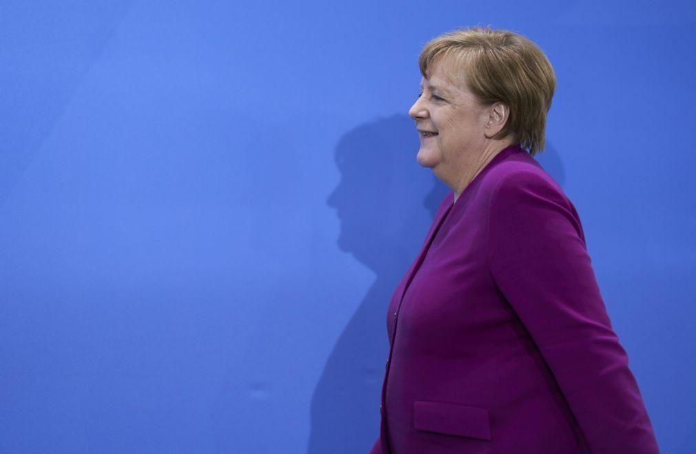 Merkel insiste que não se candidata a outro mandato apesar da