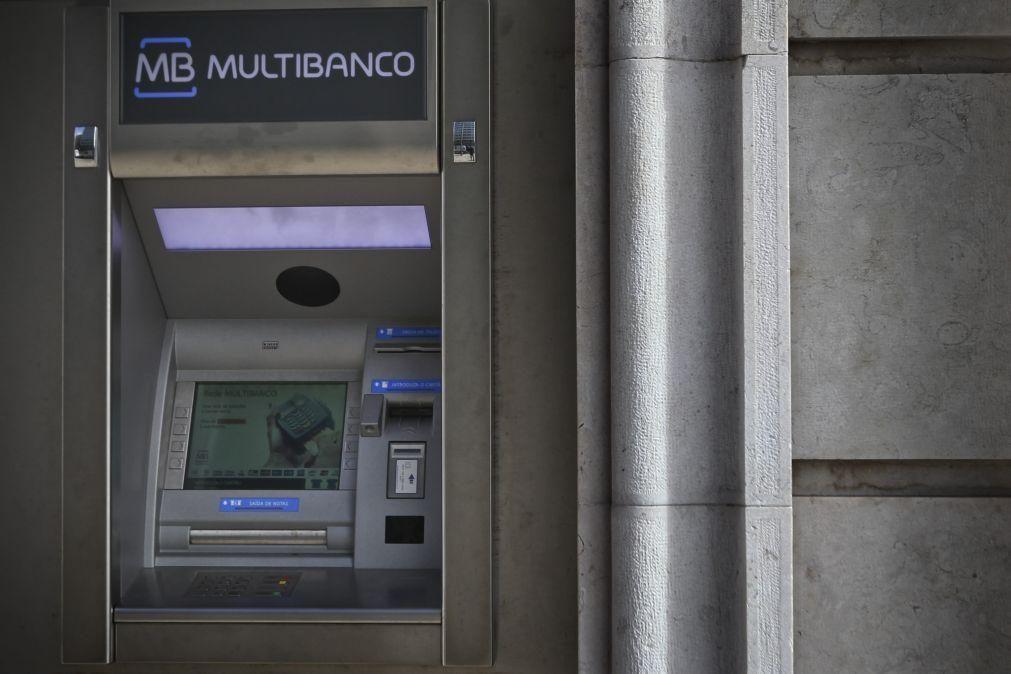 Multibanco: Compras e levantamentos com quebras superiores a 40%