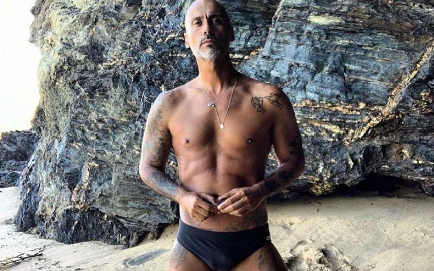 Pedro Crispim Surge apenas de sunga e deixa fãs boquiabertos: «Gatão, anda cá»
