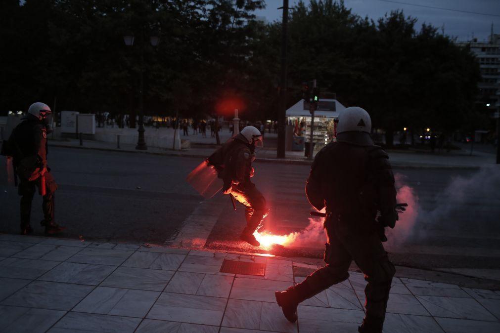 EUA/Floyd: Polícia grega lança gás lacrimogéneo numa marcha contra violência