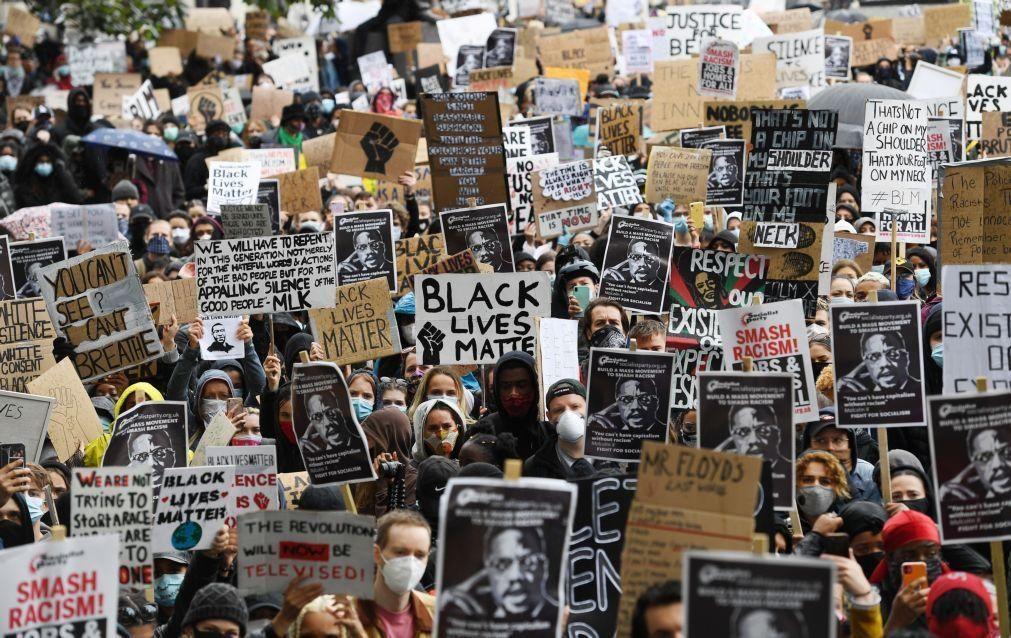 EUA/Floyd: Milhares de pessoas nas ruas de Londres e Nápoles contra o racismo