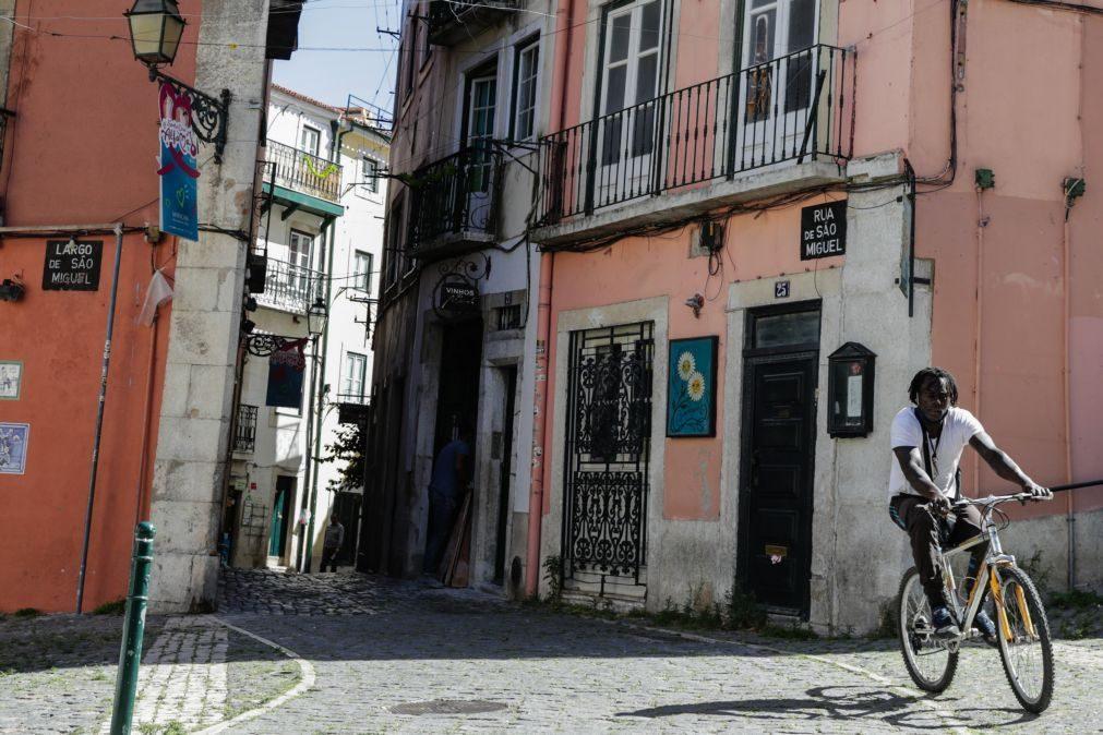 Sem Santos Populares, Alfama é um bairro onde reina o silêncio