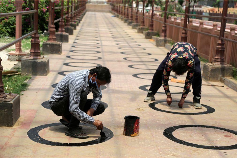 Covid-19: Índia com quase 10.000 novos casos na véspera de reabrir espaços públicos