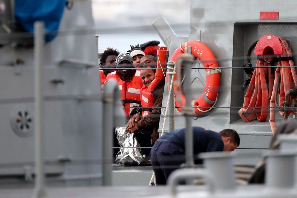Migrações: Malta autoriza o desembarque de 400 migrantes retidos no mar