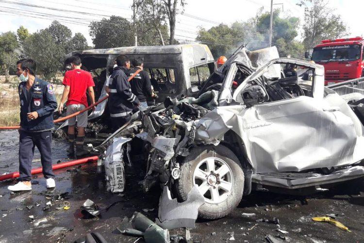 Vinte e cinco mortos em acidente rodoviário na Tailândia