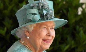O valor absurdo que Isabel II gasta por ano em presentes de Natal
