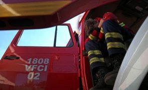 Incêndio: Mais de 100 operacionais combatem fogo em Seia