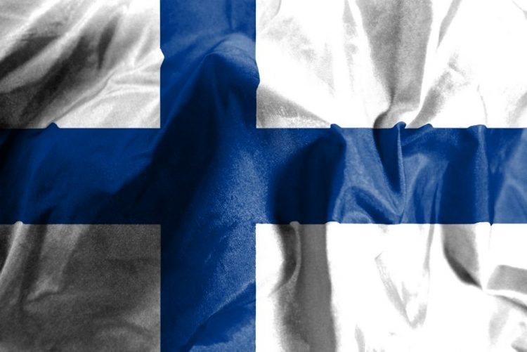 Finlândia testa pagamento rendimento básico mensal de 560 euros a desempregados