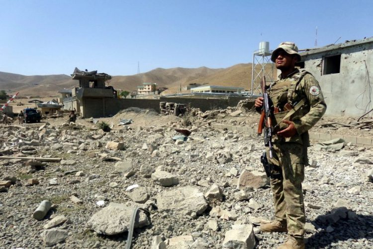 Mais de 30 mortos, incluindo 10 polícias e 10 talibãs, no Afeganistão em 24 horas