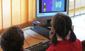 Covid-19: Falta de equipamento e internet priva alunos de aulas