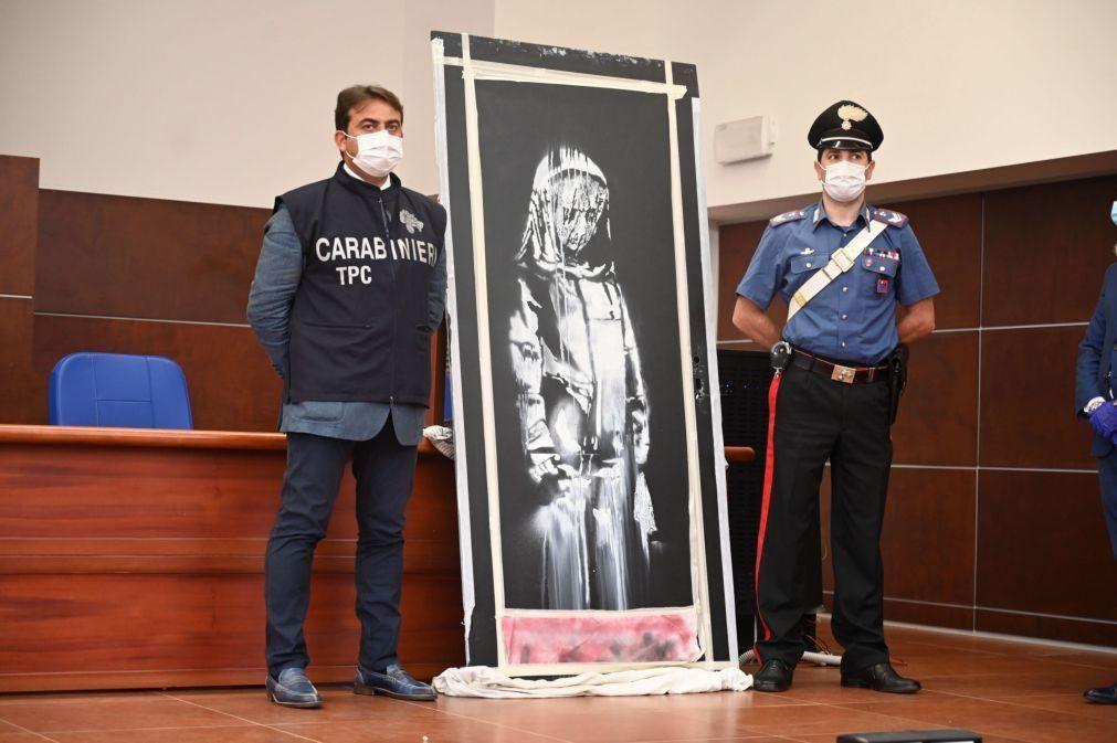 Seis suspeitos de roubar obra de Banksy do Bataclan em Paris em prisão preventiva
