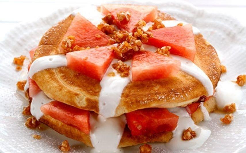 Panquecas de melancia são o pequeno-almoço perfeito para as manhãs de verão