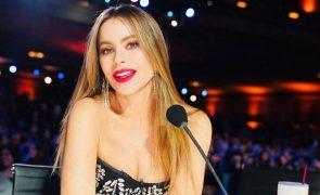 Sofia Vergara leva fãs à loucura com topless nas redes sociais