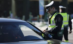 Condutor alcoolizado parte nariz a polícia municipal