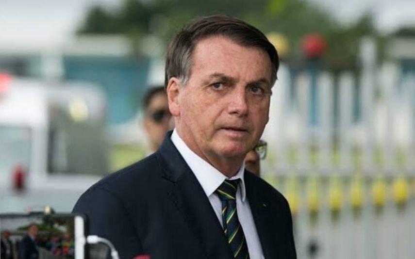 Bolsonaro internado devido a crise de soluços