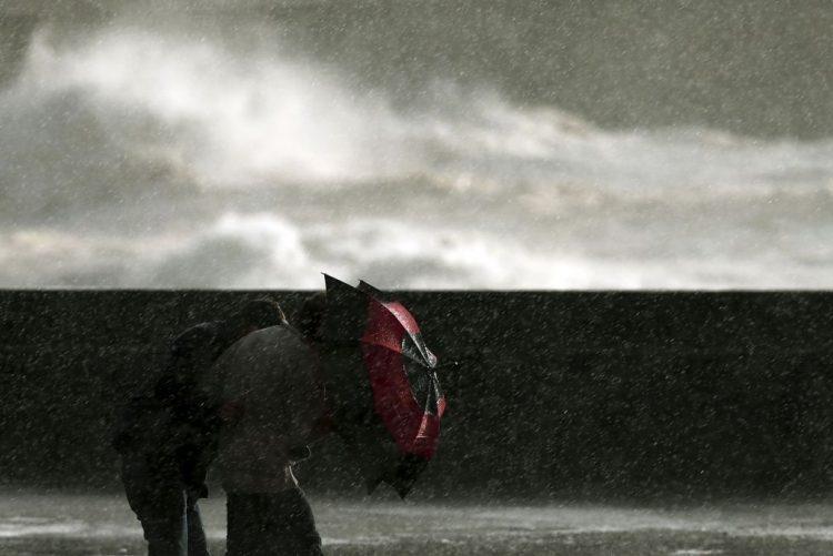 Cinco barras do continente e Açores fechadas devido à agitação marítima