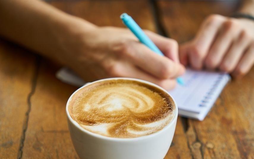 Quatro formas de perceber se anda a abusar no café