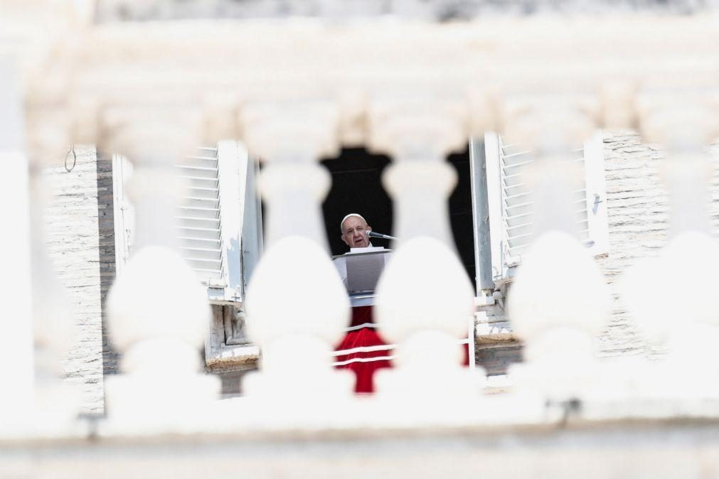 Papa denuncia