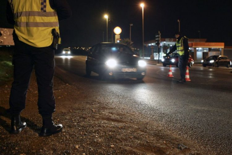 Festas de natal e ano novo com menos acidentes, mortos e feridos, aumentam infrações com telemóvel