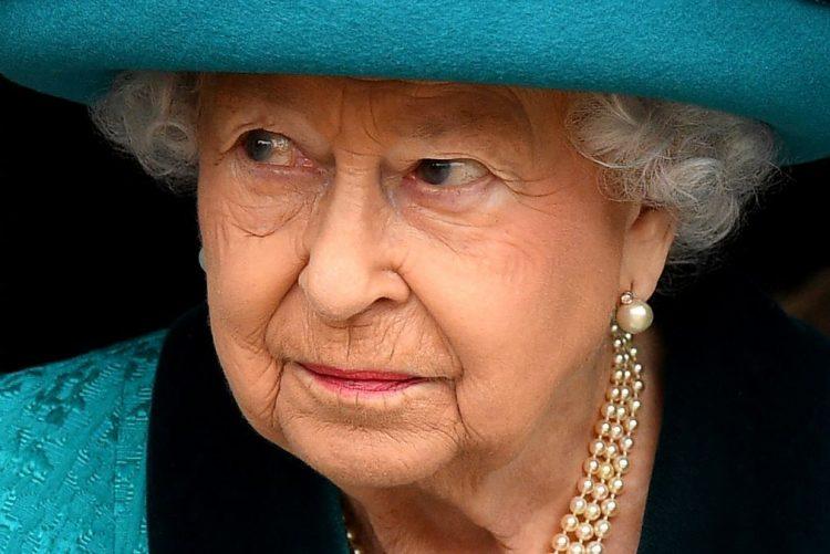 Rainha Isabel II não esteve presente no batizado do príncipe Louis