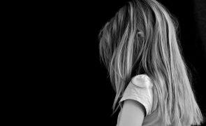 Pai abusa de filha de 4 anos. Mãe pede dois mil euros de indemnização em nome da filha