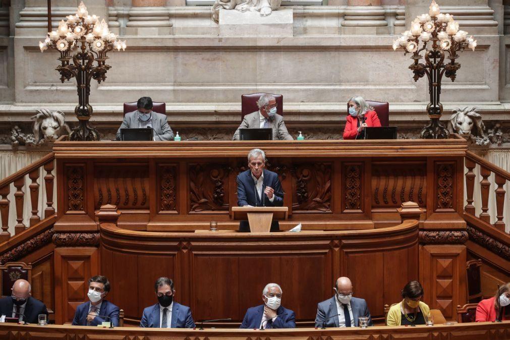 Estado da nação: PCP acusa PS de esperar