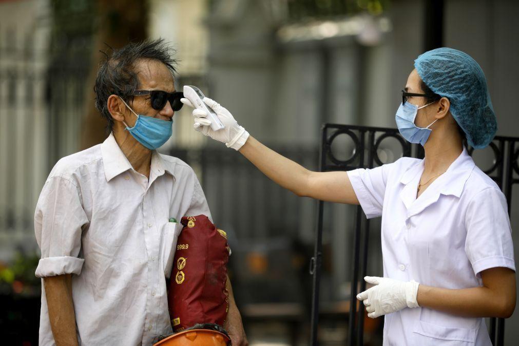Covid-19: Vietname regista primeira infeção local após 99 dias sem novos casos