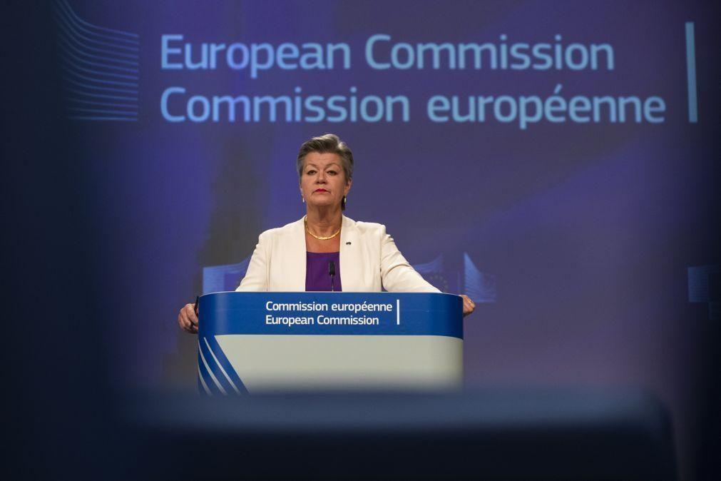 Covid-19: Bruxelas admite tensões e exige restrições