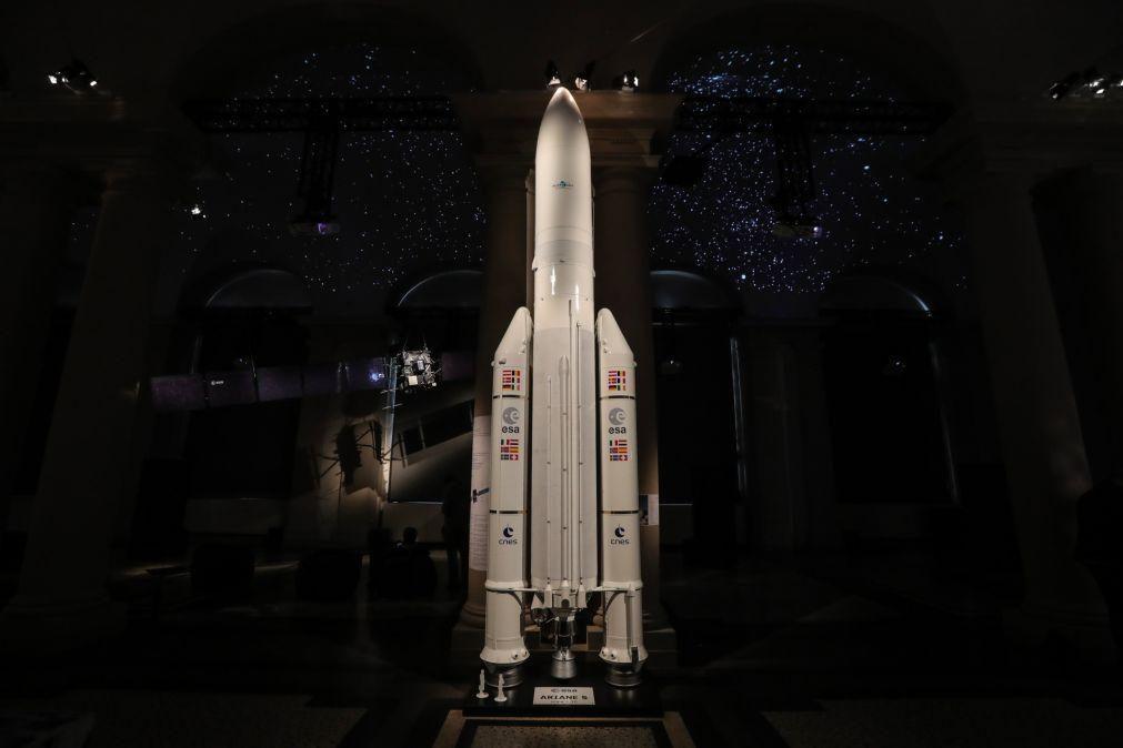 Lançamento do foguetão Ariane 5 adiado por