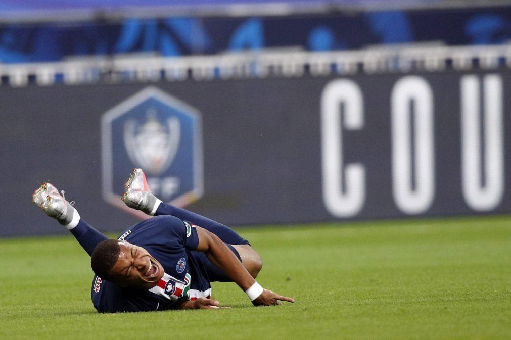 Mbappé sofre entorse no tornozelo e está em risco para a Liga dos Campeões