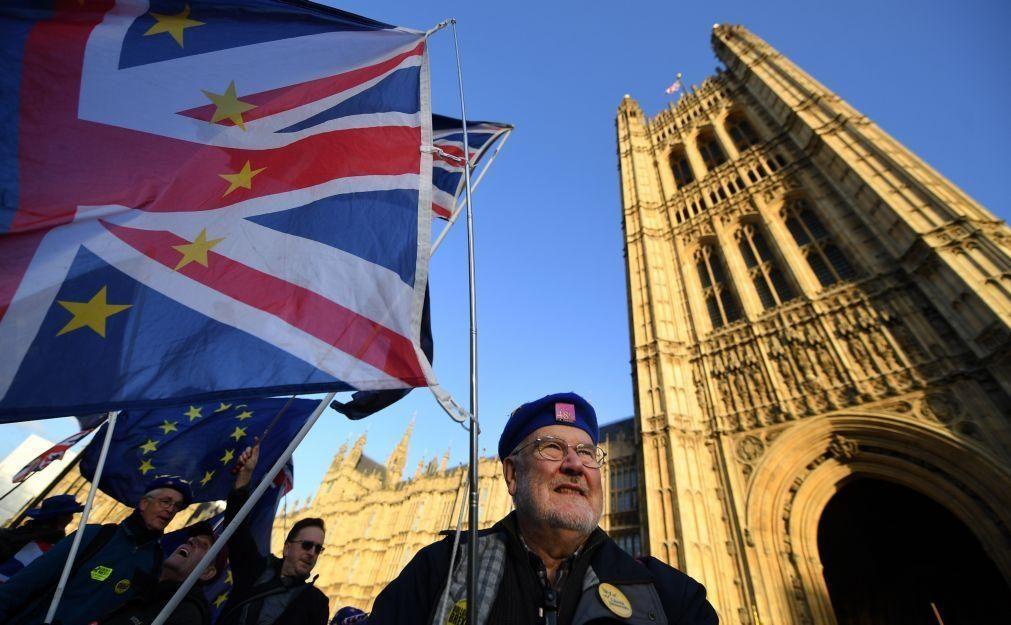 Covid-19: Reino Unido regista 61 novas mortes e total de óbitos sobe para 45.738