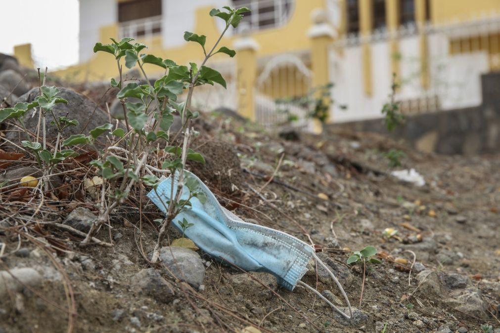 Covid-19: Máscaras descartadas nas ruas em Cabo Verde preocupam ambientalistas